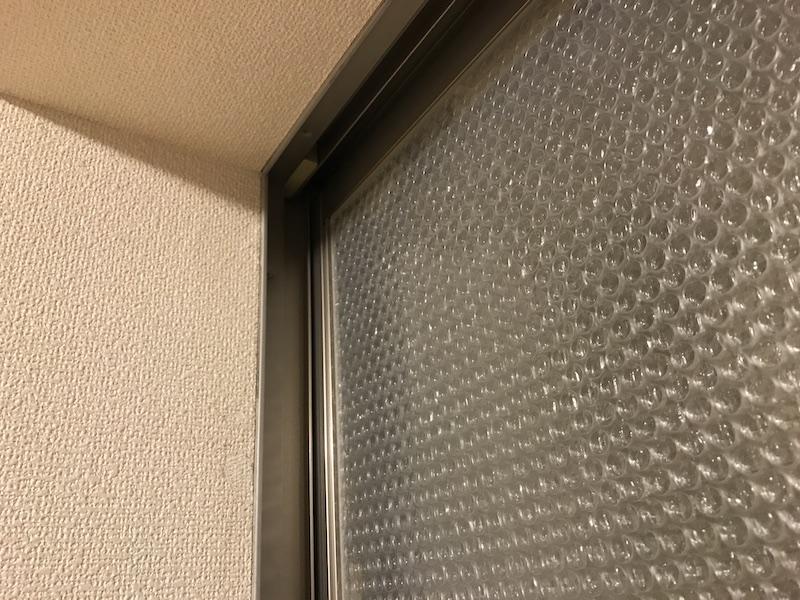 窓にプチプチを貼ったら6度温度が上がった話。【防寒・断熱対策】